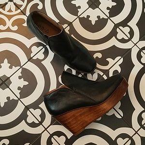 NWOB Kelsi Dagger Brooklyn wooden wedge booties